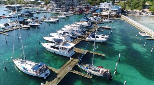 Her ligger Gormen i marinaen i Boca Chica