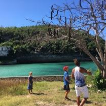 Med Julio på udflugt til San Pedro Fortet på toppen af bakken i baggrunden.